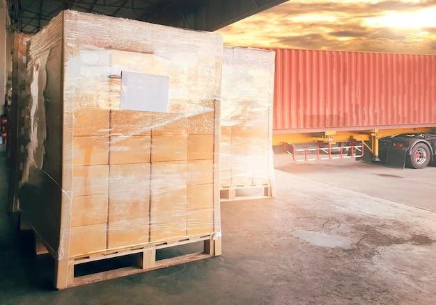 Scatole di pacchi caricamento con spedizione cargo container spedizione consegna cargo cargo logistica per camion