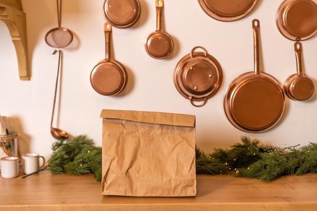 Il pacchetto con consegna del cibo è nell'interno di natale