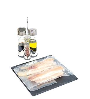 Confezionamento di filetti congelati di merluzzo bianco di pesce