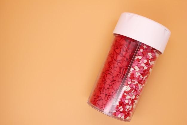 Confezionamento spolverata di prodotti dolciari sotto forma di cuori