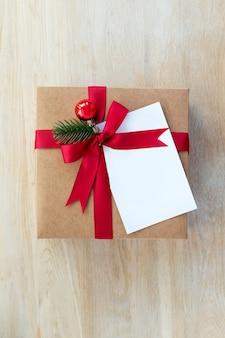 Imballaggio di regali di natale