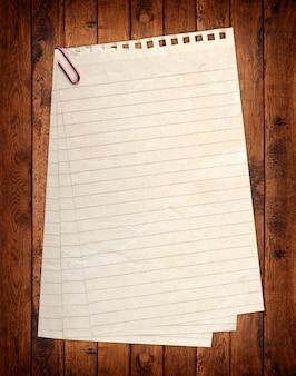 Una pagina strappata dal taccuino.