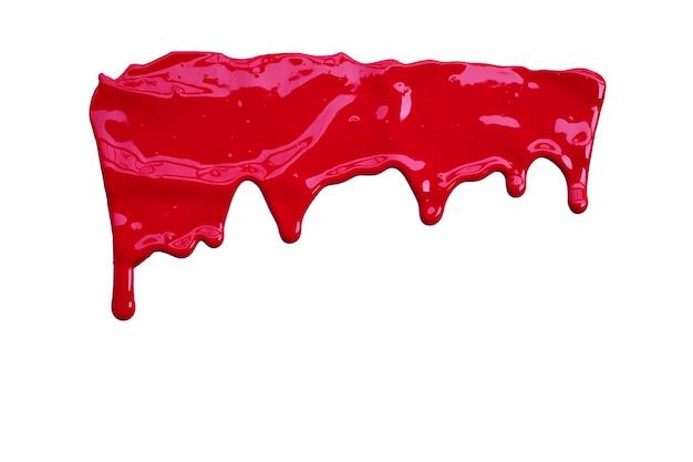 Dipingi il colore rosso che gocciola, il colore che ritaglia su bianco