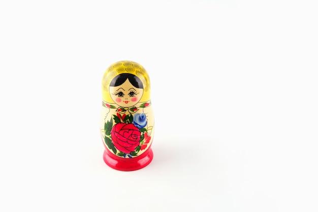 Bambole di nidificazione in legno dipinte dalla russia