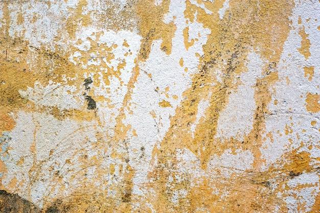 Dipinto nella vecchia struttura e fondo nocivi concreti gialli e bianchi