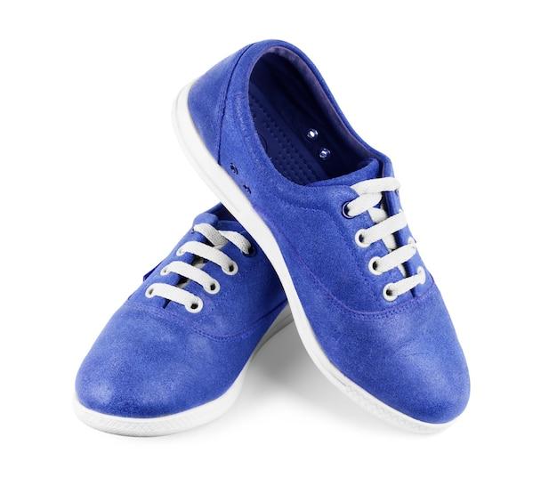 Coppia di nuove scarpe da ginnastica blu isolate su sfondo bianco