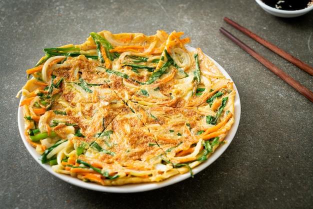 Pajeon o pancake coreano o pizza coreana - stile di cibo asiatico