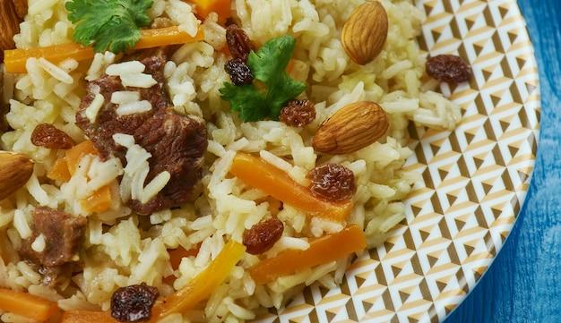 Cucina pakistana, kabuli pulao, piatti tradizionali assortiti, vista dall'alto.