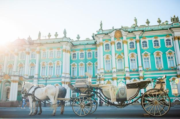 La piazza del palazzo a san pietroburgo in russia