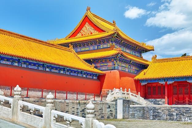 Palazzi, pagode all'interno del territorio del museo della città proibita a pechino nel cuore della città, cina.