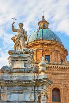 Cattedrale di palermo con la statua di santa rosalia, sicilia, italy