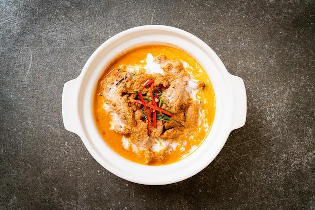 Panang al curry con carne di maiale