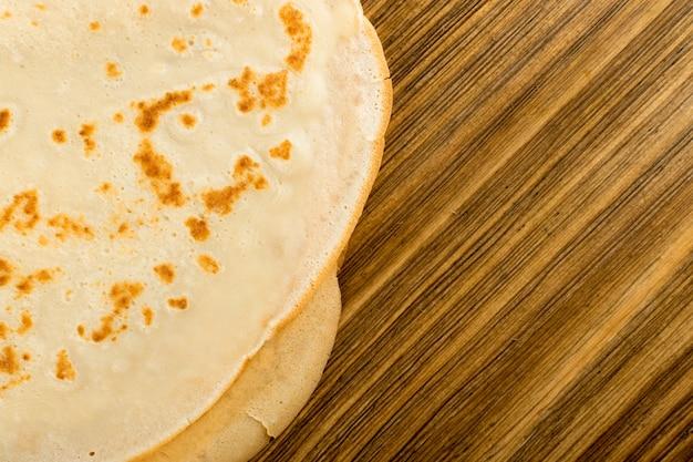 Pancake sul tavolo di legno