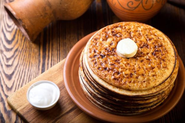 Pancakes al forno con burro. vista dall'alto