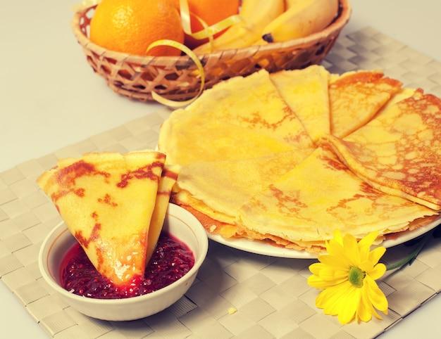 Frittelle con marmellata di lamponi
