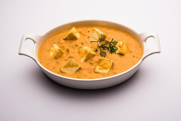Paneer korma, kurma o quorma è un popolare piatto principale indiano ricetta a base di ricotta con curry a base di cagliata, cocco e anacardi