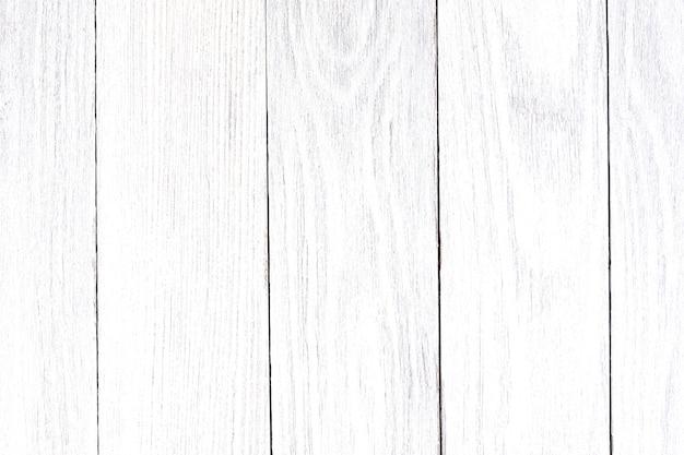 Pannello delle vecchie, squallide tavole di colore bianco, che si trova a picco come sfondo.