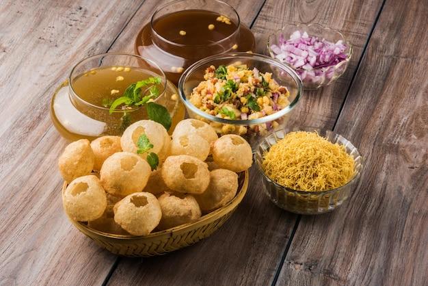 Panipuri o fuchka o gupchup o golgappa o pani ke patake è un tipo di snack originario del subcontinente indiano