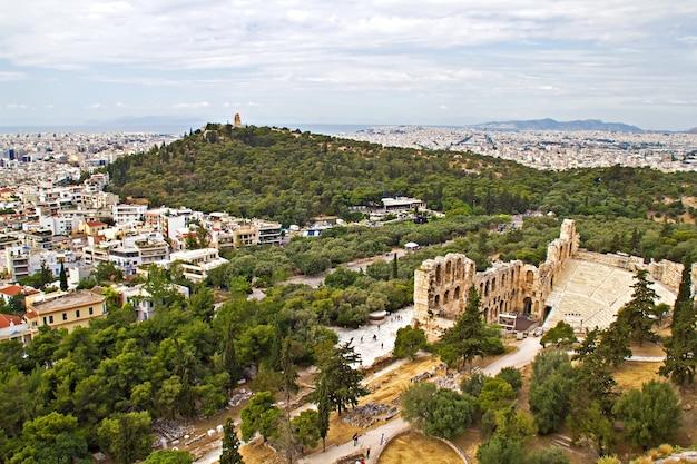 Panorama di atene, vista dall'acropoli, teatro di dioniso