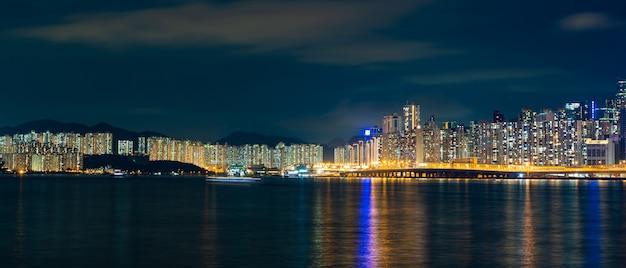 Vista di paesaggio urbano di panorama di shenzhen alla notte, l'atmosfera delle luci notturne nella città di commercio internazionale ed esportazione della cina