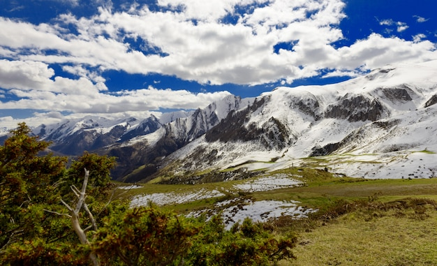 Panorama delle montagne francesi dei pirenei, col du soulor