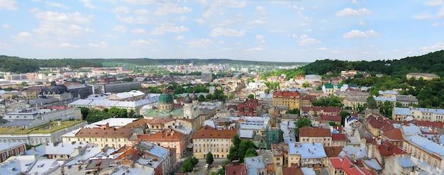 Panorama di lviv, ucraina. la foto è stata fatta dalla sala della torre