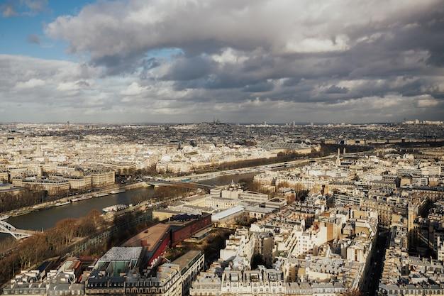 Panorama di parigi, francia preso dalla torre eiffel.