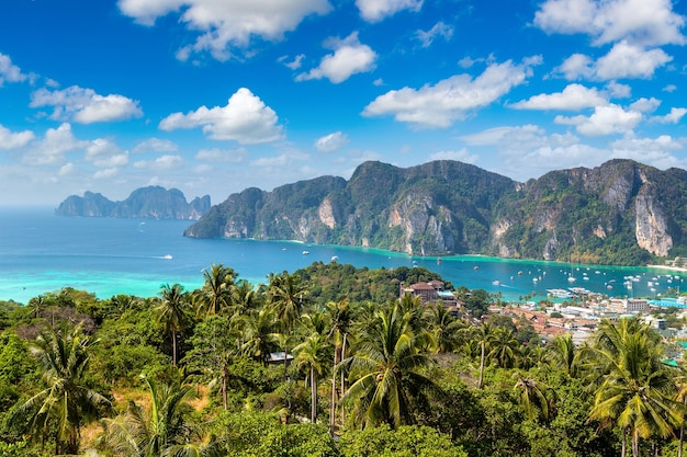 Panorama dell'isola di phi phi don in thailandia