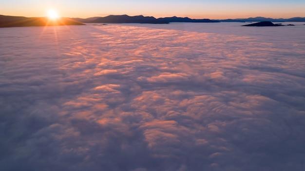Panorama del cielo all'alba