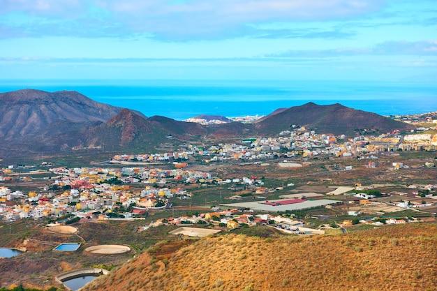 Panorama della costa sud di tenerife con piccole città), isole canarie