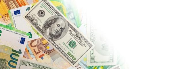 Panorama di texture realizzate con banconote statunitensi ed euro