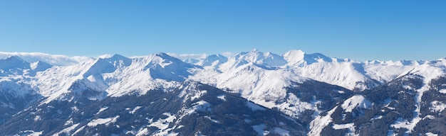 Panorama delle montagne delle alpi invernali, giornata di sole, regione austria