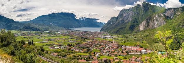 Vista aerea panoramica della valle di riva, lago di garda, italy
