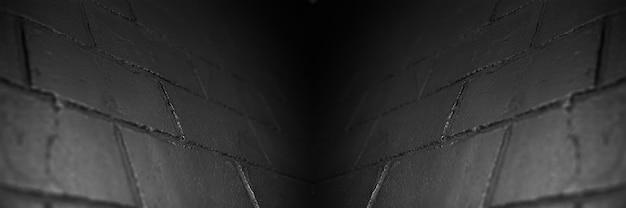 Vista panoramica del banner; sfondo astratto del muro di mattoni nero strutturato.