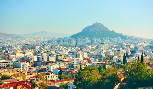 Vista panoramica di atene con il monte licabetto, grecia