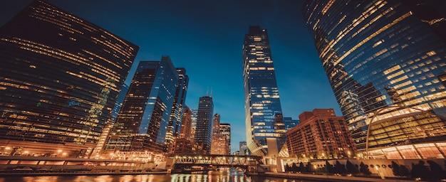 Vista panoramica di chicago con la luce del mattino