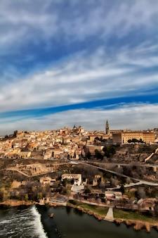 Vista panoramica della città di toledo, in spagna