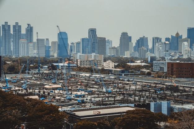 Vista panoramica del paesaggio urbano e del cantiere nella metropoli