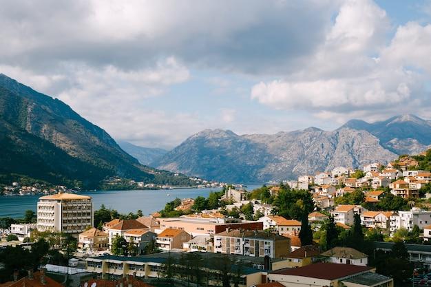 Vista panoramica della città vecchia di cattaro, montenegro