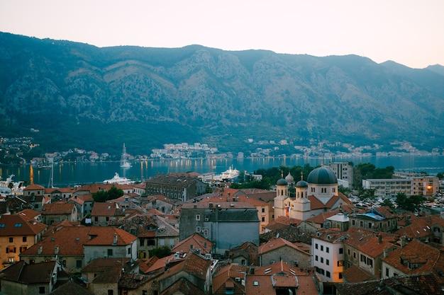 Vista panoramica della città vecchia kotor montenegro