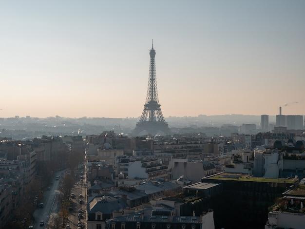 Vista panoramica di parigi con la torre eiffel.