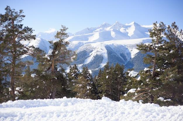 Vista panoramica della località sportiva per le vacanze invernali.