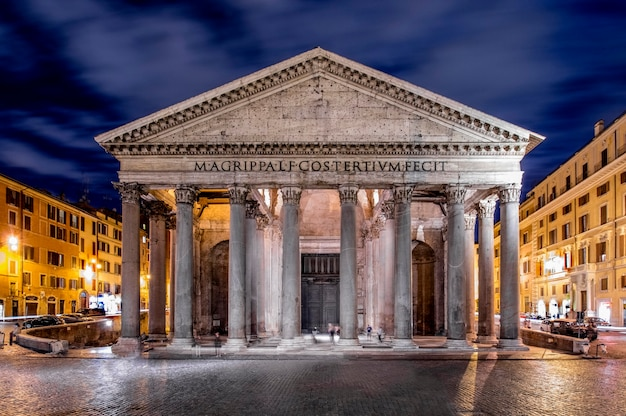 Pantheon di notte roma italia