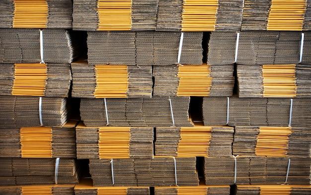 Struttura dell'imballaggio della scatola di carta sullo sfondo dell'industria logistica
