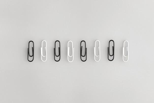 Graffette su sfondo grigio