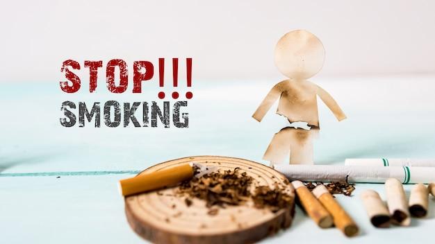 Taglio di carta della famiglia distrutta dalle sigarette. droghe che distruggono il concetto di famiglia. smetti di fumare per tutta la vita sul concetto di giornata mondiale senza tabacco. giornata mondiale senza tabacco.