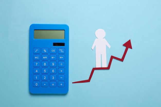 Uomo di carta sulla freccia e sul calcolatore di crescita. blu. simbolo di successo finanziario e sociale