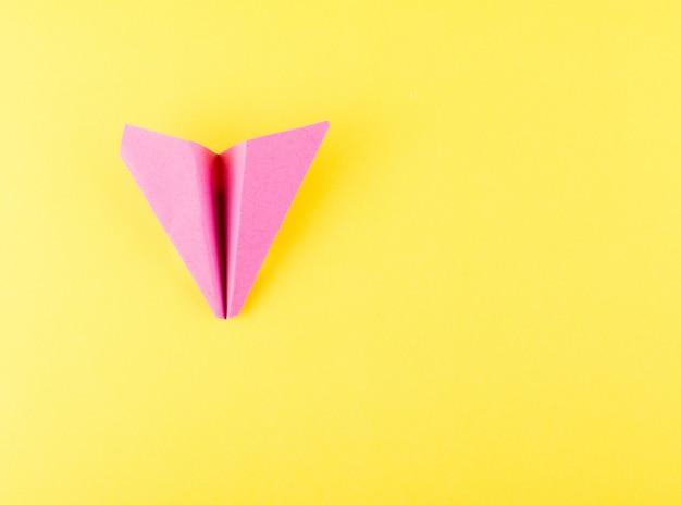 Aereo di carta o aeroplano di carta