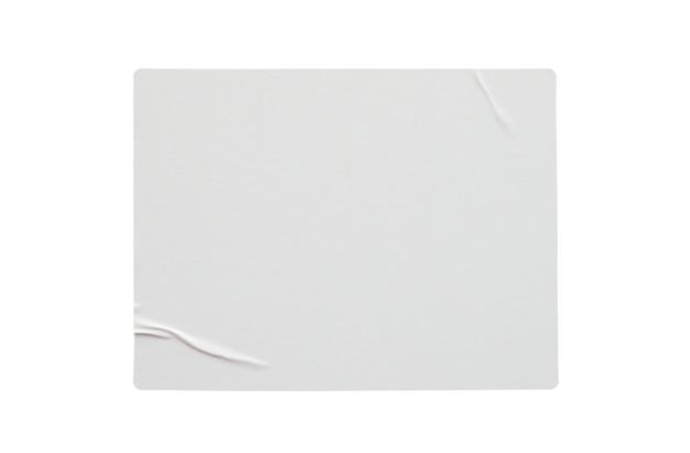 Etichetta adesiva di carta isolata su sfondo bianco