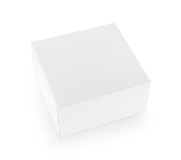 Scatola di carta bianca su sfondo bianco